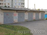 Ряд гаражей из кирпича